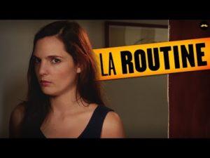 La Routine tape à la porte d'un couple (Léa Camilleri) – YouTube