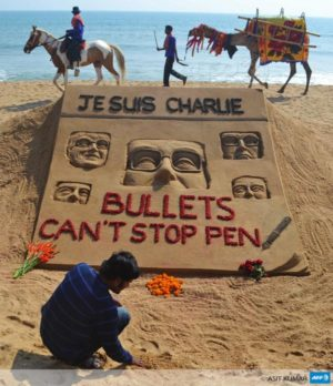 Agence France-Presse sur Twitter : « Indian artist Sudarsan Pattnaik and his tribute to those killed in the attack on Charlie Hebdo http://t.co/36rBaLxCJ6 »