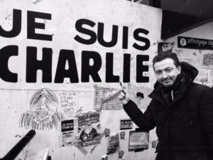 Gerald Dahan sur Twitter : «À Amiens cet après-midi des centaines de gens dans les rues. Sans aucune autre banderoles que #JeSuisCharlie http://t.co/pi1oi2knSW»