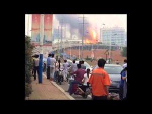 Impressionnante Explosion d'une usine petrochimique en chine 16 07 2015 – YouTube