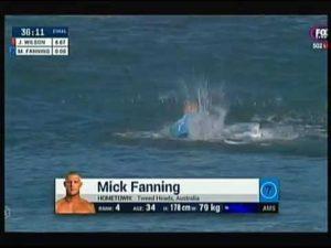 Mick Fanning le surfeur échappe a une attaque de requin- YouTube