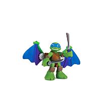 Figurine 6 cm Tortues Ninja - Leonardo et son véhicule Blister d'une figurine de 6 cm et son accessoires ou de deux figurines.Ces petits personnages adaptés pour les jeunes enfants qui veulent revivre les aventures de leurs amis.Plusieurs assortiments disponibles.