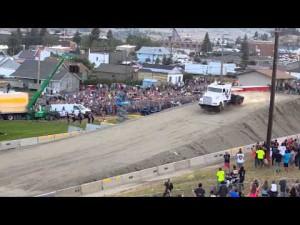 Record du monde de saut en semi-remorque – YouTube