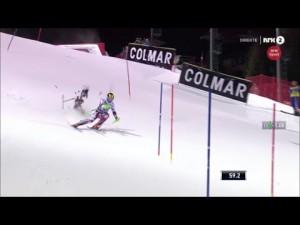 Un drone TV tombe sur la piste de slalom derrière Marcel Hirscher – YouTube