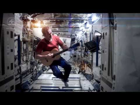 Space Oddity ISS Chris hadfield NASA- HOMMAGE DAVID BOWIE – YouTube