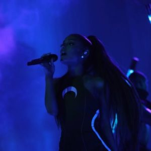 Ariana Grande one love manchester concert en direct live sur Twitter : «#onelovemanchester ♡ https://t.co/PjlMEqv7CO»  Concert gratuit en hommage aux victimes de manchester