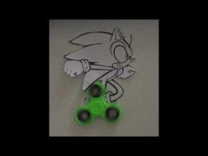 Hand Spinner sonic ou Fidget spinner Sonic – YouTube  Un enfant transforme son hand spinner en sonic et c'est très dynamique  Le hand spinner est le jeu a la mode dans les cours de récréation