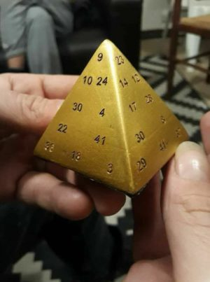 Pyramide mathématique philosophale – l'Objet insolite qui buzz