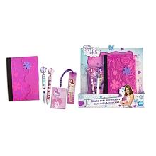 Agenda et accessoires Violetta Un joli cpubt Violetta avec un agenda et ses accessoires.