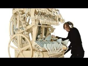 Wintergatan – instrument machine en bois et billes – Marble Machine (music instrument using 2000 marbles) – YouTube